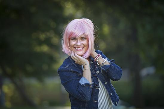 Teri models her pink wig