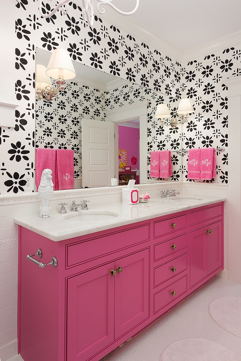 decorating with color in the bathroom