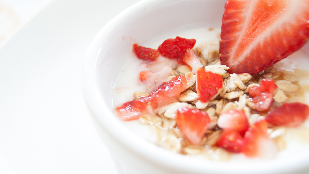 anchor-strawberryandyoghurt-dairygoodforyou-nutritionarticledetail-1300x732px-image.jpg