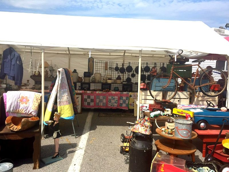 Antiques-at-The-Nashville-Flea-Market.jpg