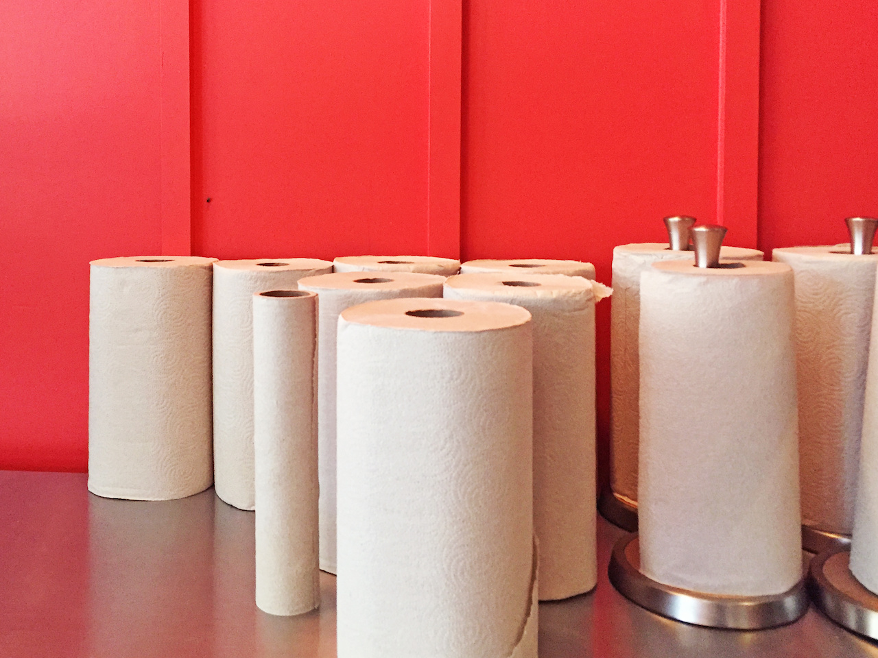Communal paper towels are the mark of any drool-worthy barbecue or Southern soul food restaurant and Hattie B's definitely fits the bill!