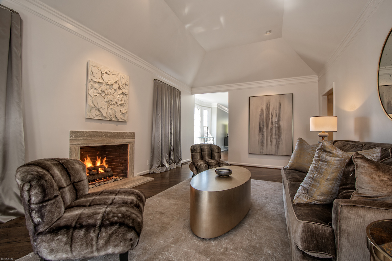 Leslie designed this Nashville condo and décor project with custom chairs and commissioned art. Image| Steve Roberts
