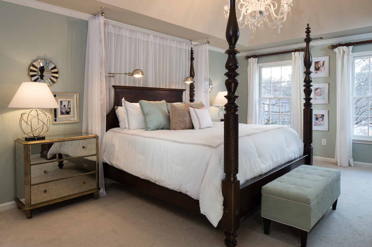 Interior designer crush leah atkins of leah atkins design for Traditional four poster beds