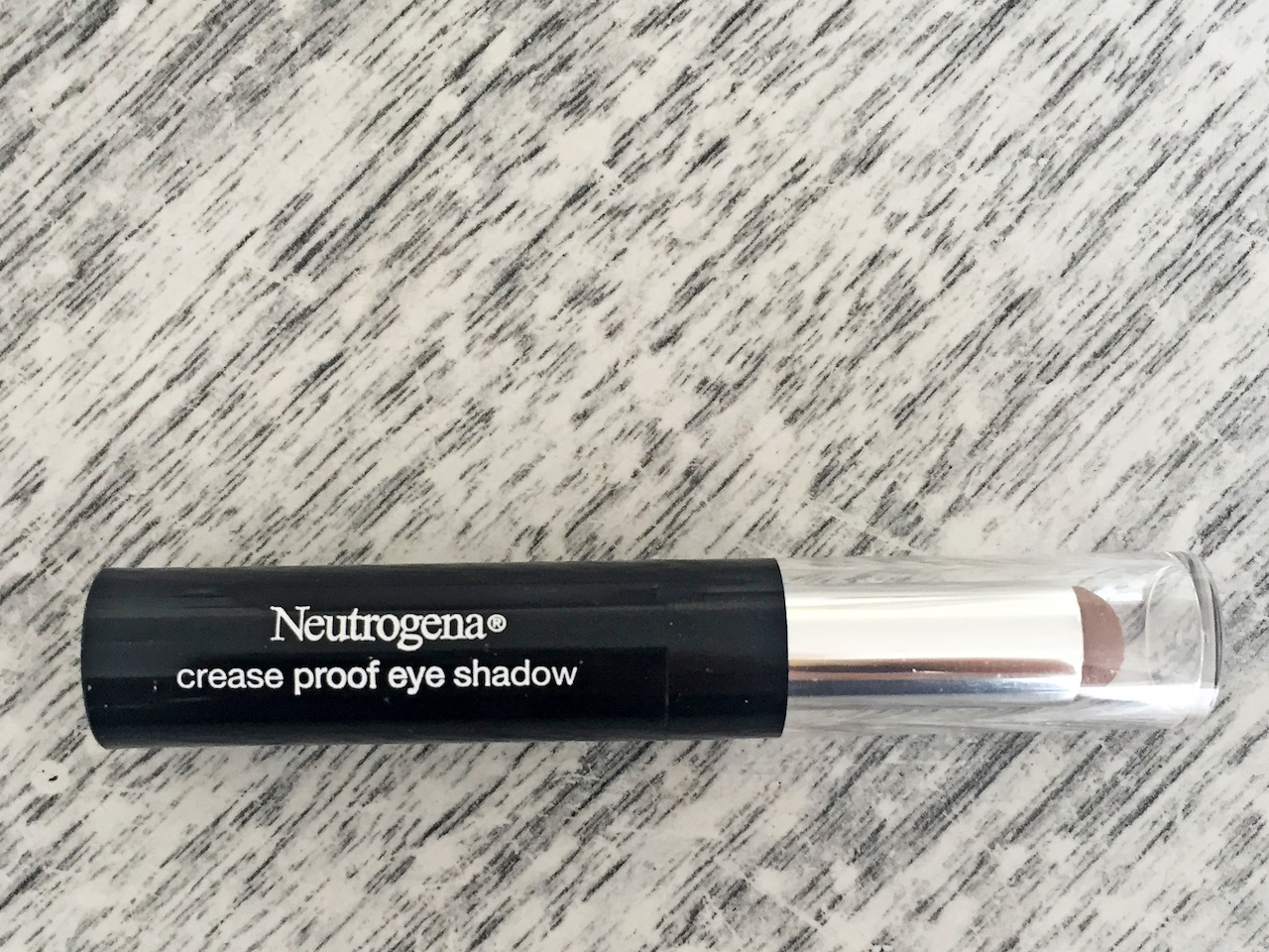 Safe for sensitive eyes, the Neutrogena Crease Proof Eye Shadow brightens eyes without creasing, fading or smudging.