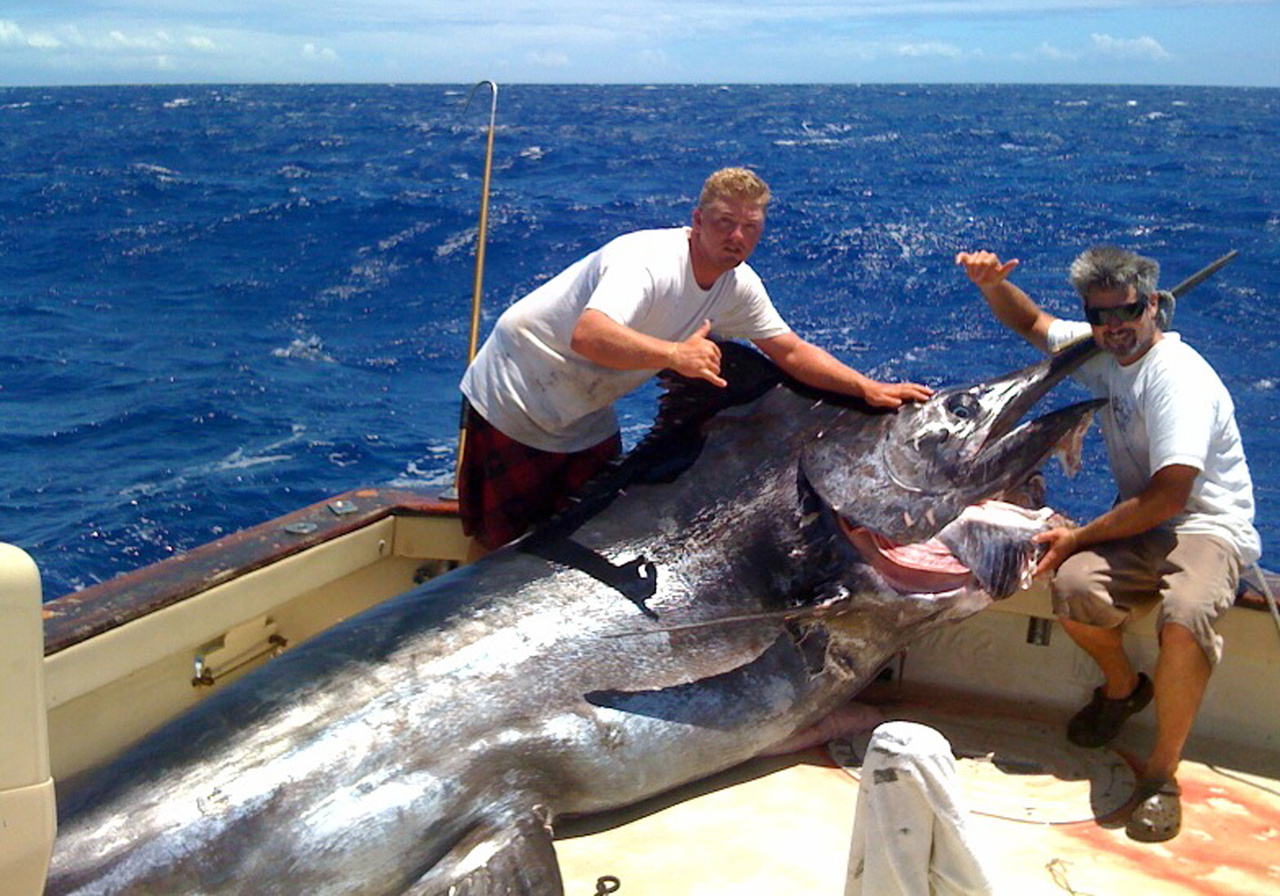 Fishermen with grander blue marlin captured off the coast of Honolulu (Photo: Pacific Islands Fisheries Group).