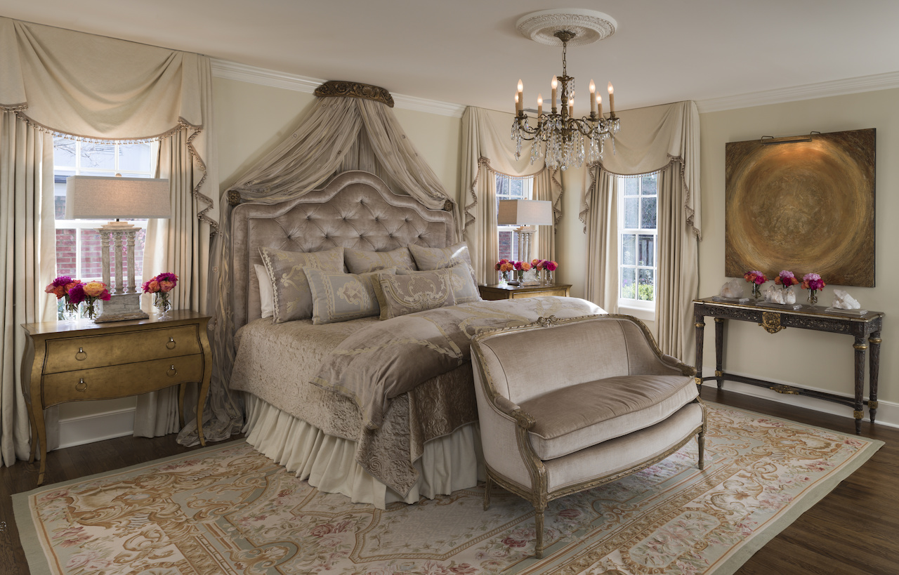 Ami decided that keeping an elegant, neutral palette of bedding in this  guest room was