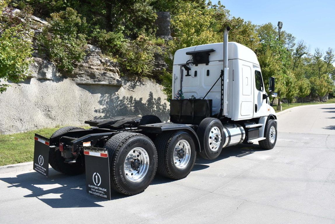2018 Freightliner Cascadia 8x4 Tractor