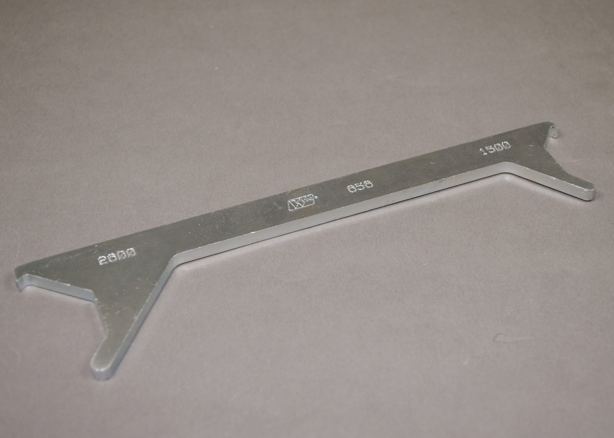 1500/2600 Series Overfloor Raceway Cover Removal Tool, 656 | Legrand