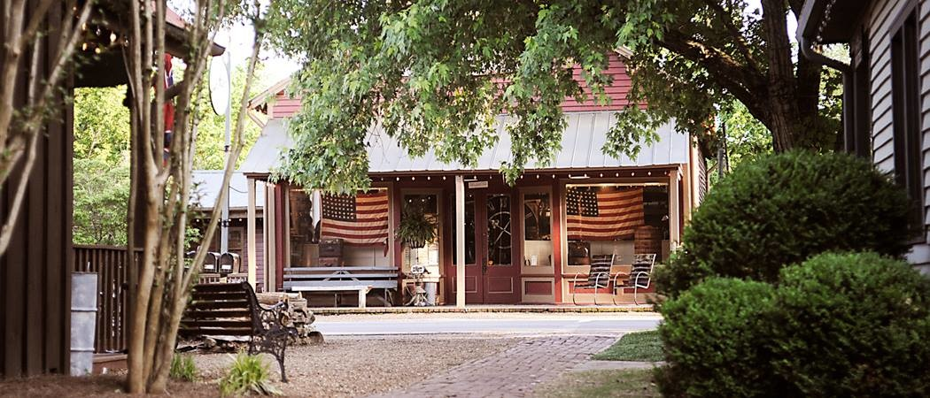 Leipers Fork is only of the great options for day trips from Nashville!