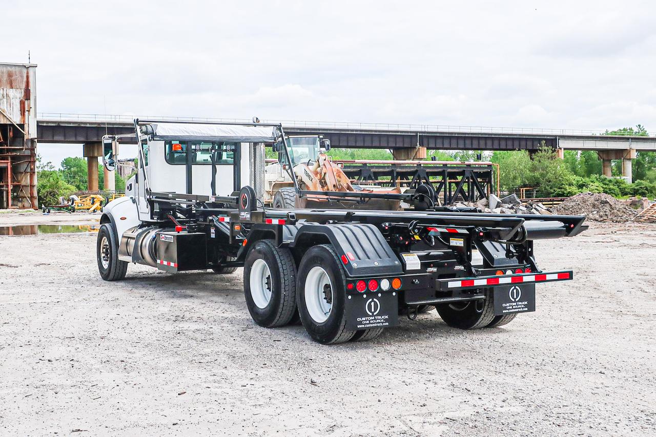 Galbreath U5-OR-194 Roll Off on 2019 Peterbilt 348 6x4