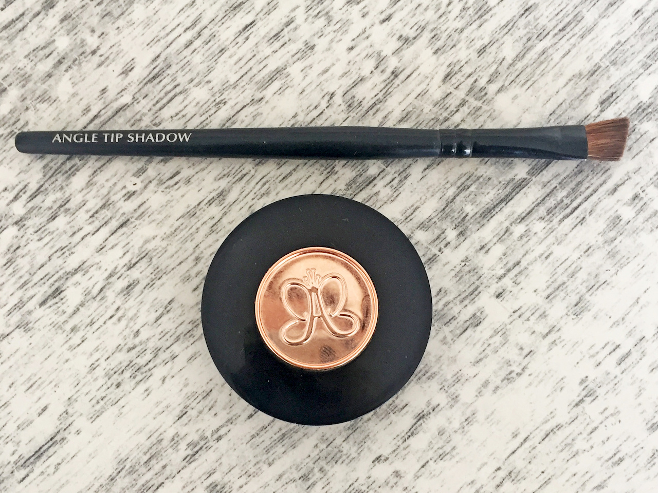 The Anastasia Beverly Hills Brow Powder Duo offers two shades for professional highlights and lowlights.