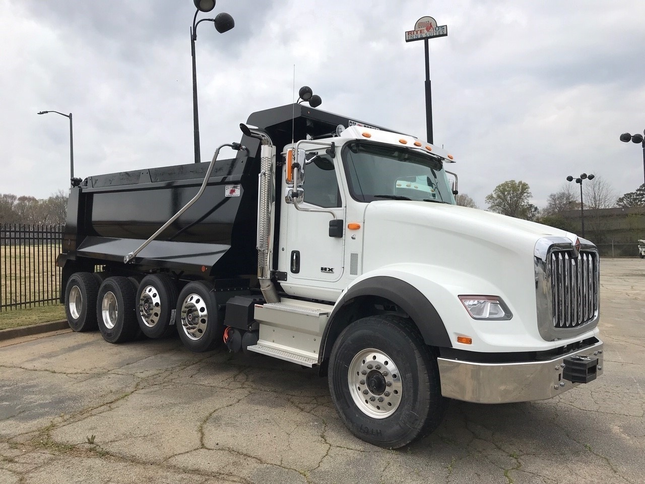 2018 International HX620 10x4 OX BODIES 18' Stampede Dump Truck