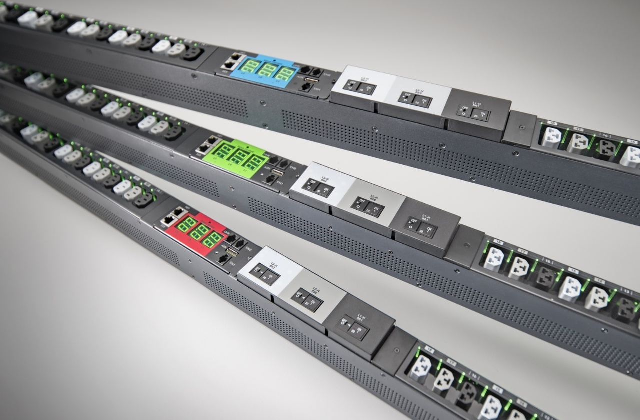 Desktop image of Server Technology's award winning high Density Outlet Technology (HDOT) rack PDU