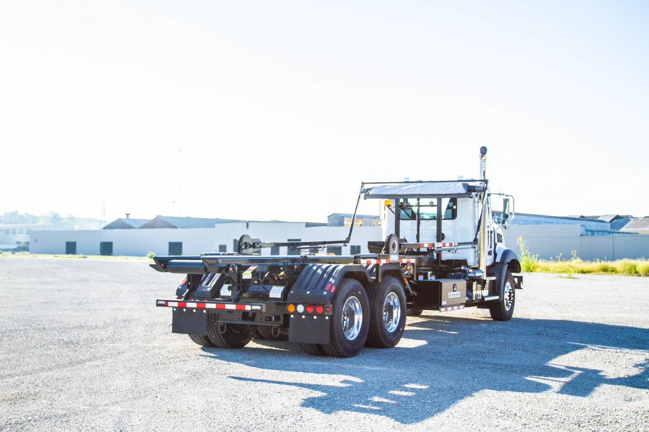 Galbreath U5-OR-174 Roll Off on 2020 Mack GU813/64BR 6x4