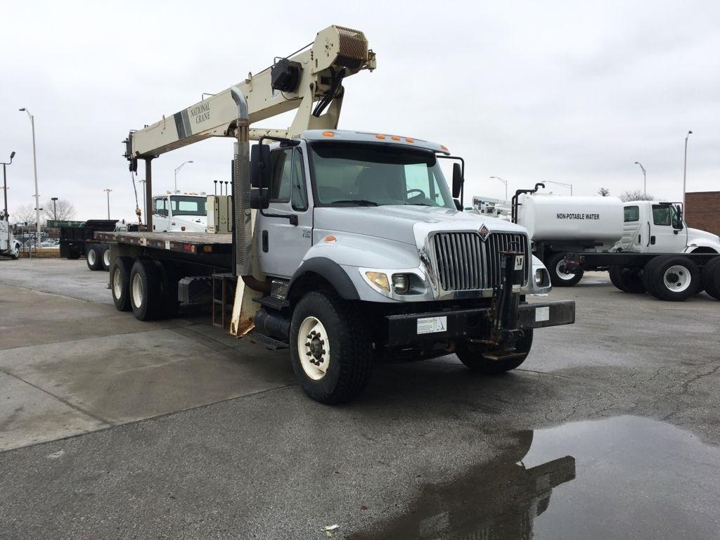 2005 International 7400 6x4 National 671E Boom Truck