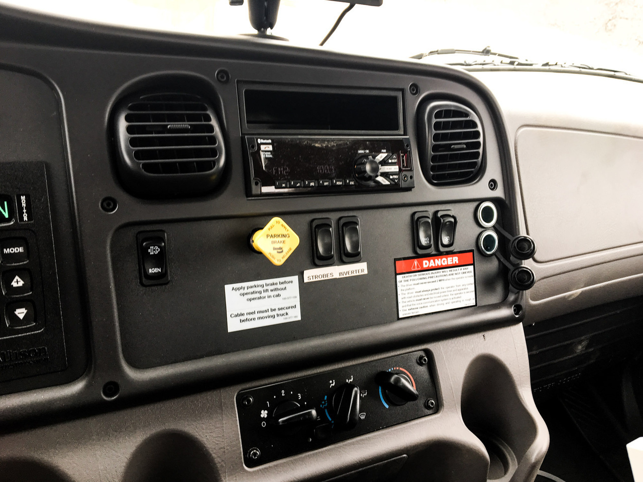 Posi+ 800-40 Cable Placer on 2019 Freightliner M2106 4x2