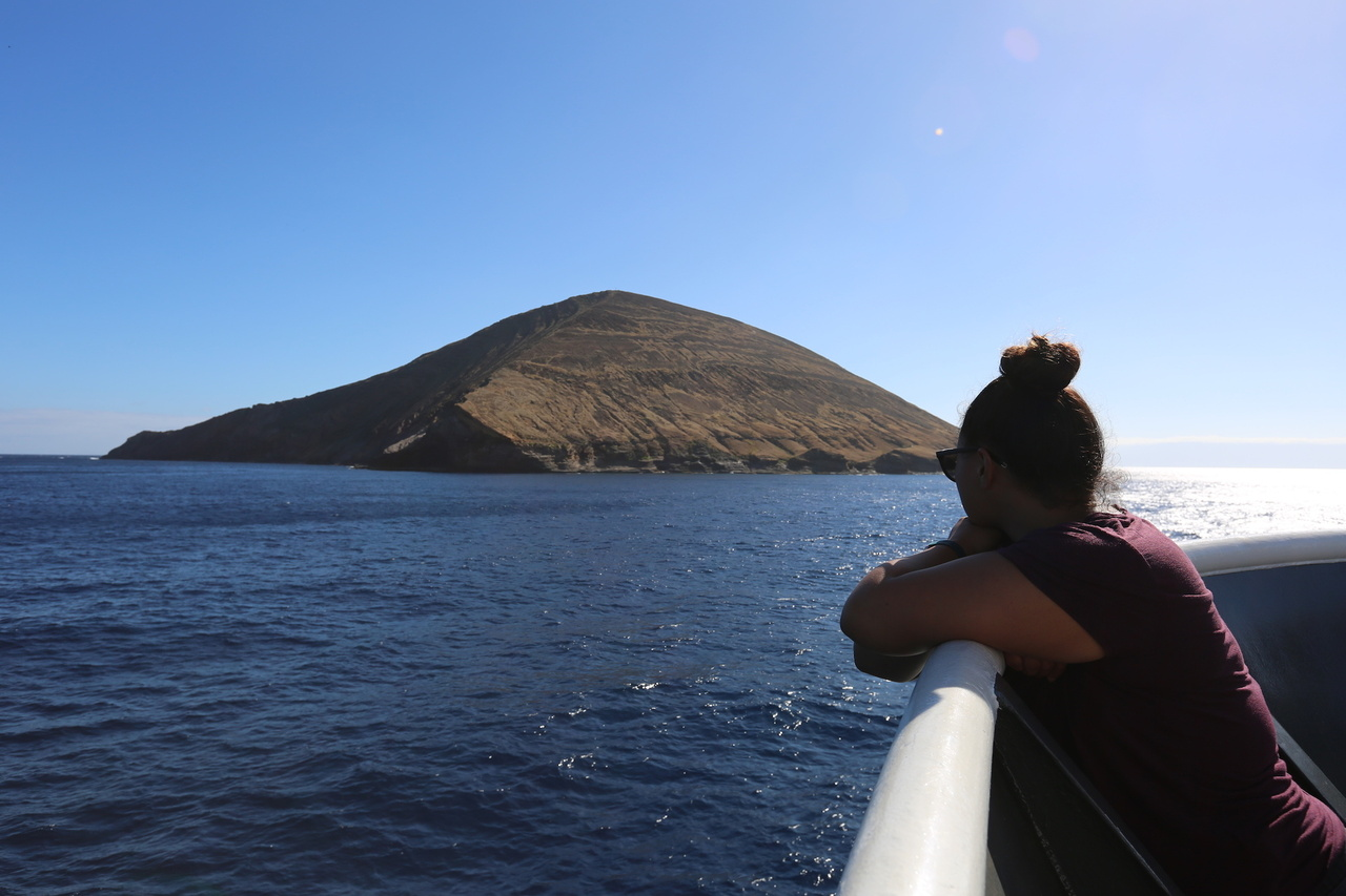 Jenny Crawford from NOAA's Office of National Field scientist looks toward the ancient cinder cone island of Lehua, which is part of the extinct Niʻihau volcano.