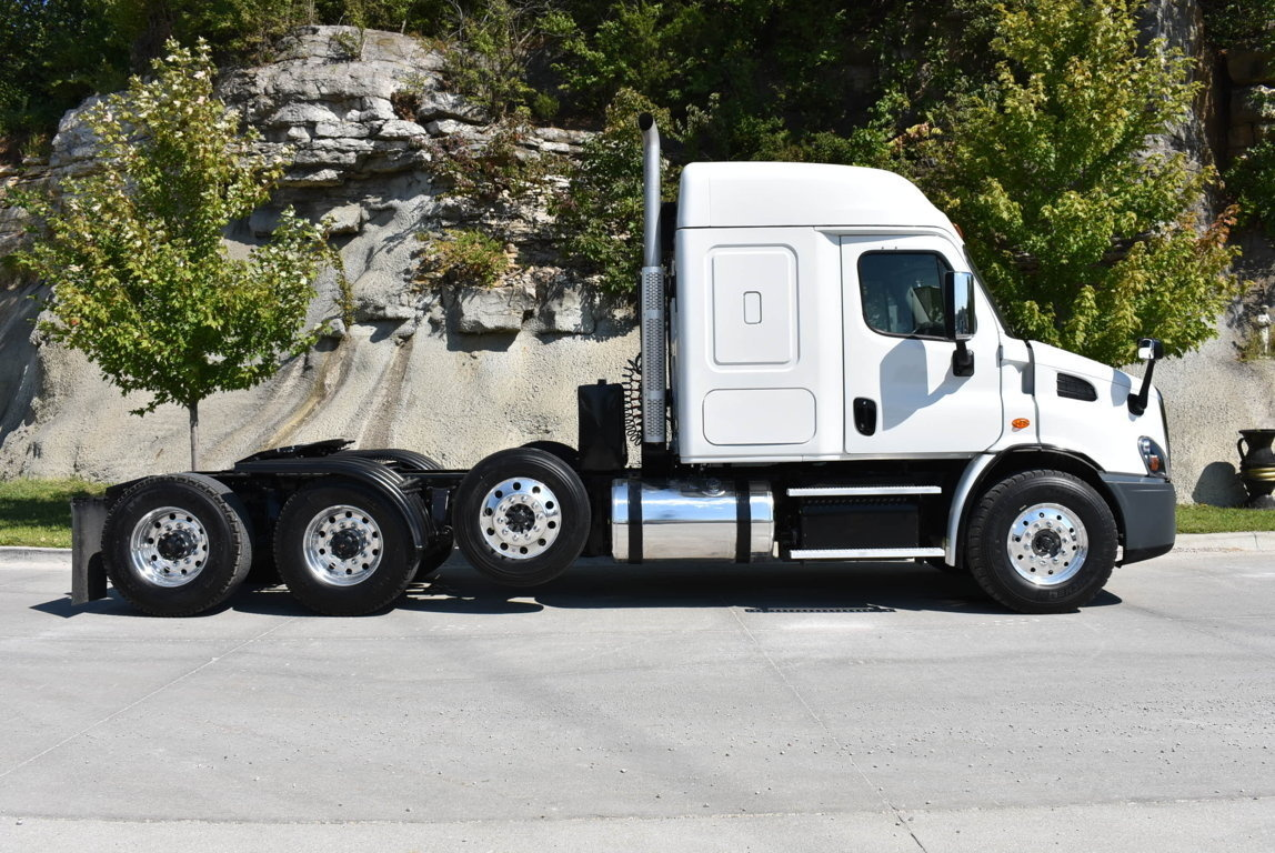 2018 Freightliner Cascadia 8x4 Tractor