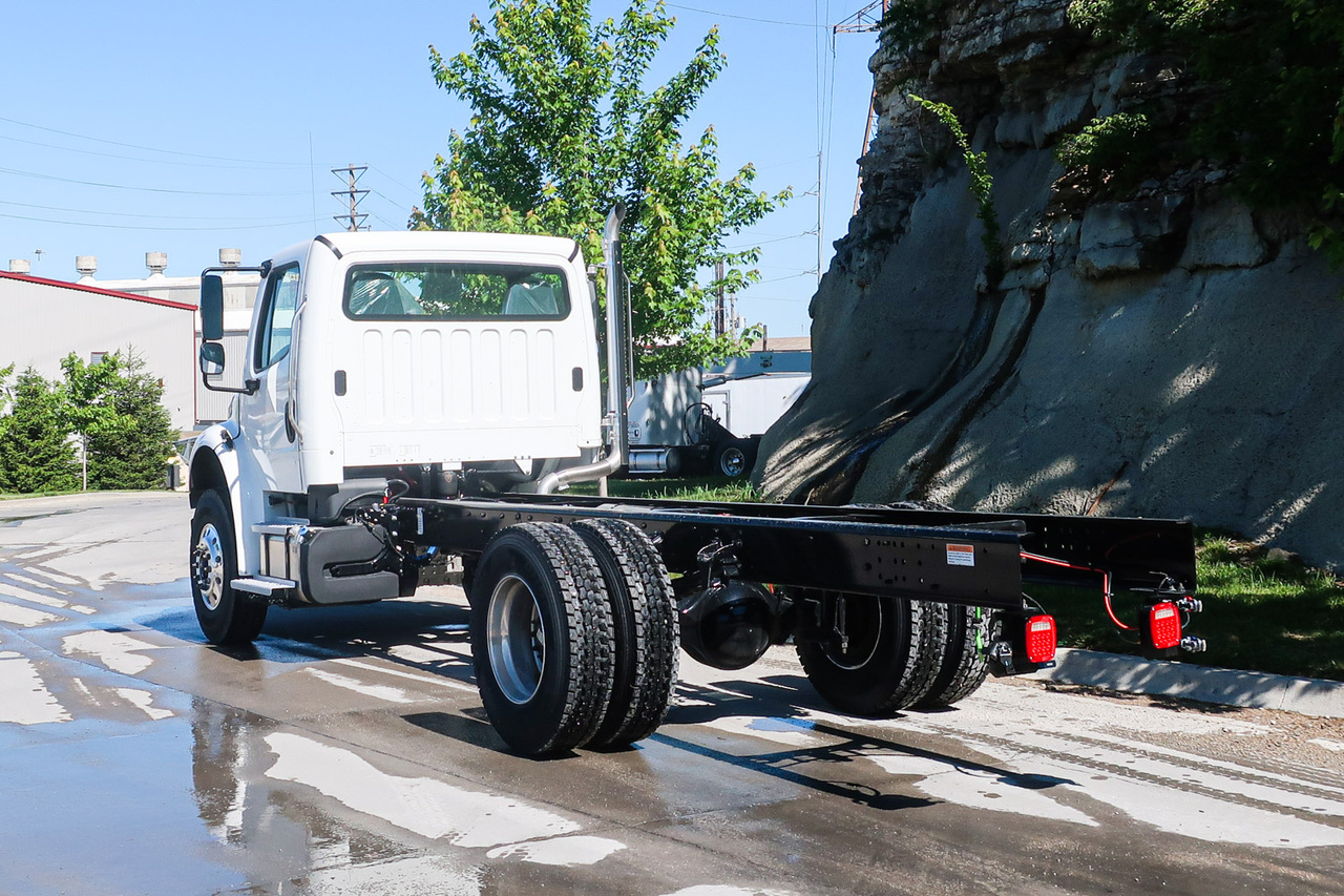 2022 Freightliner M2106 4x2 Cab & Chassis