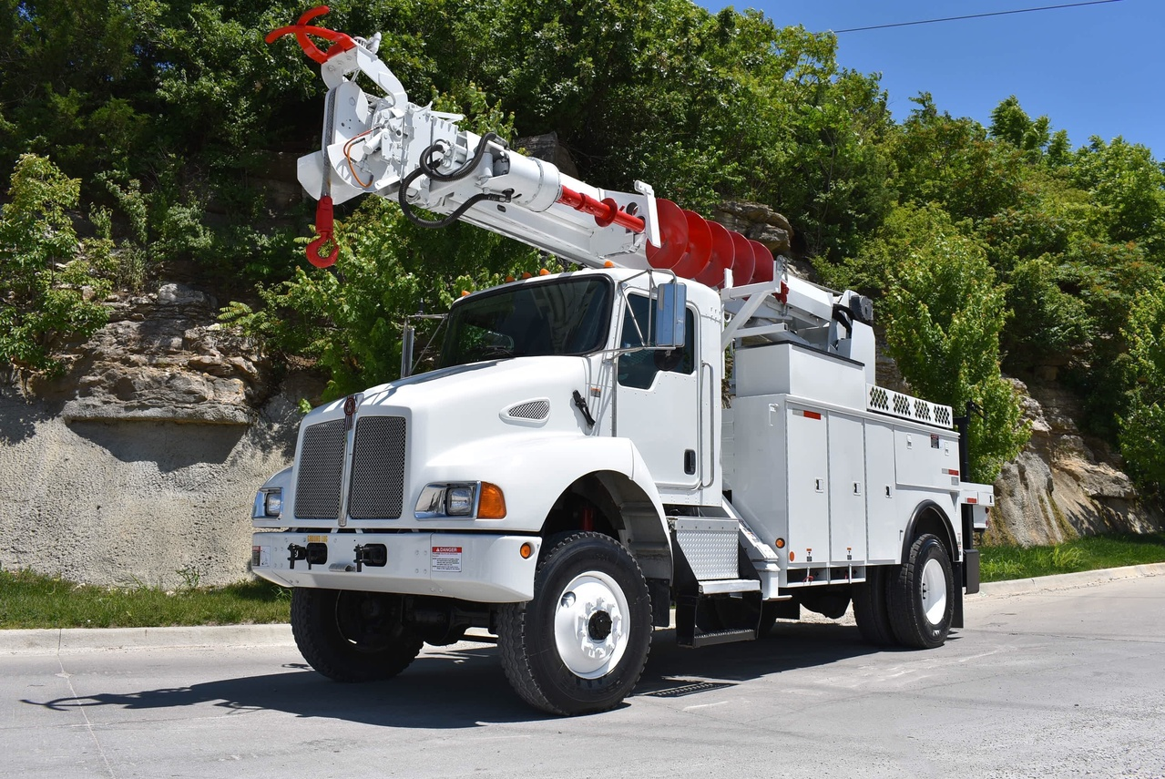 Altec DM47 Digger Derrick on 2006 Kenworth T300 4x4 - Custom Truck