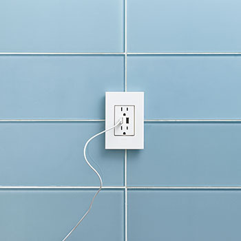 Dual-USB Outlet, White