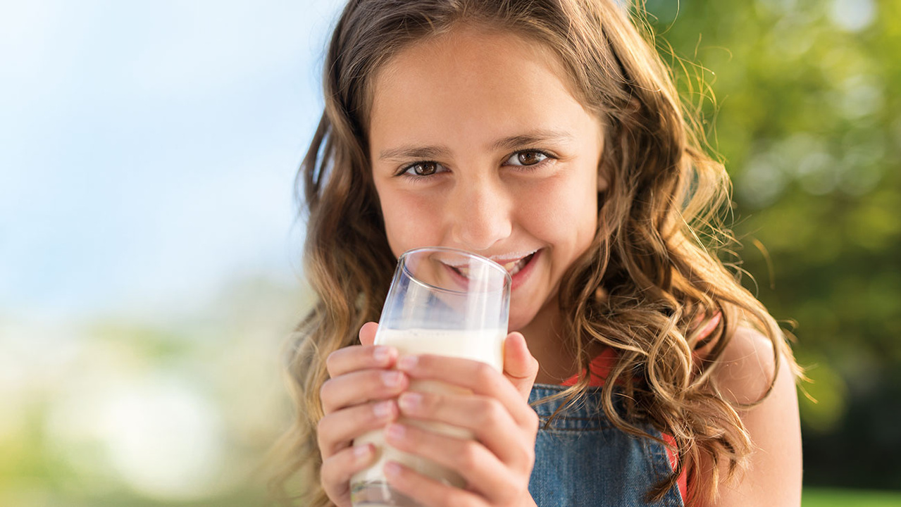 anchor-girldrinkingmilk-dairygoodforyou-nutritionarticledetail-1300x732px-image.jpg
