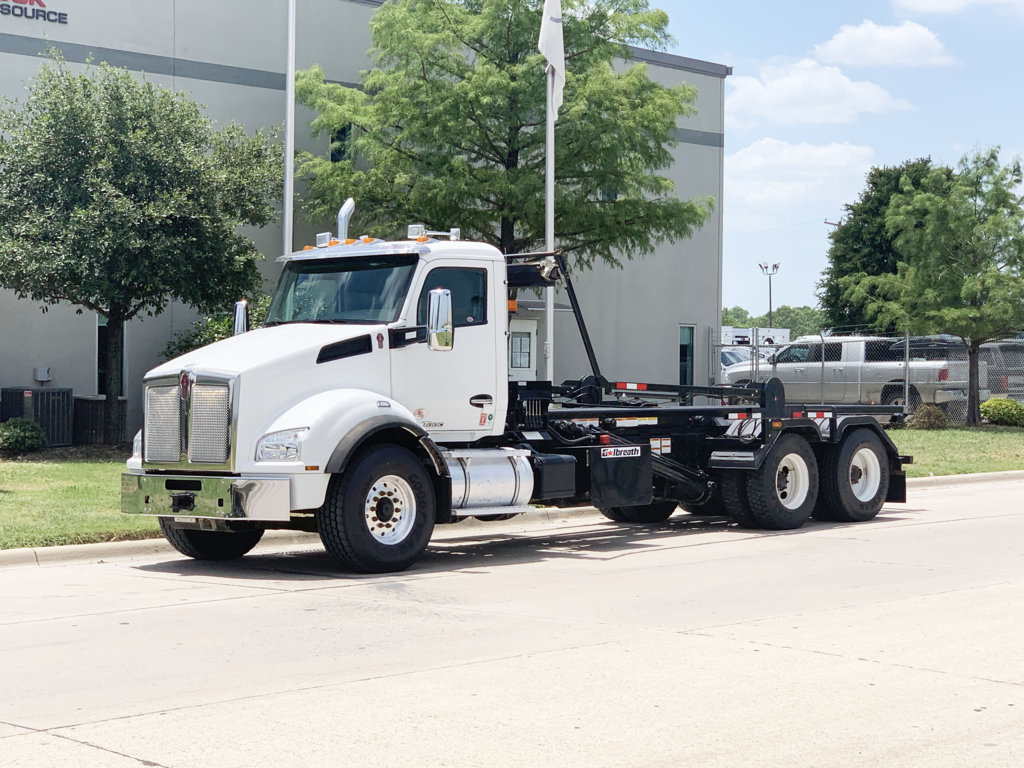 Galbreath U5-OR-174 Roll Off on 2018 Kenworth T880 6x4