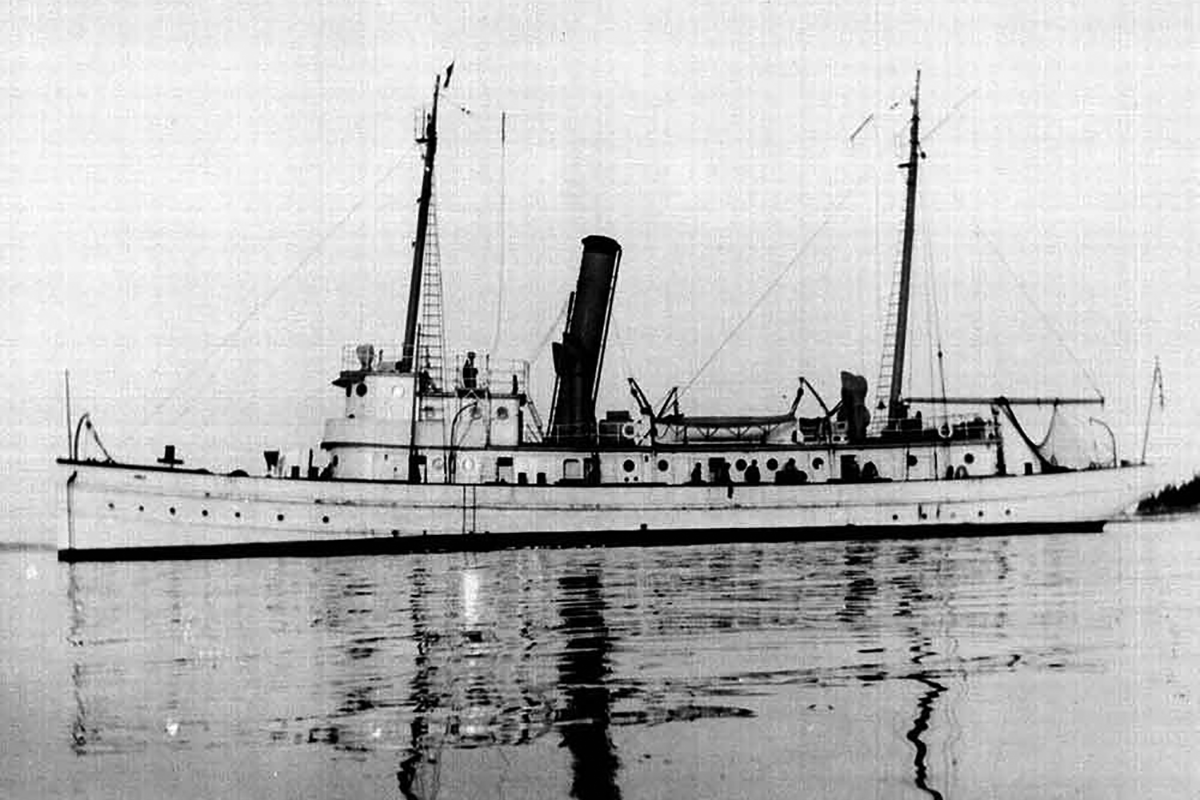 Research vessel Albatross II underway