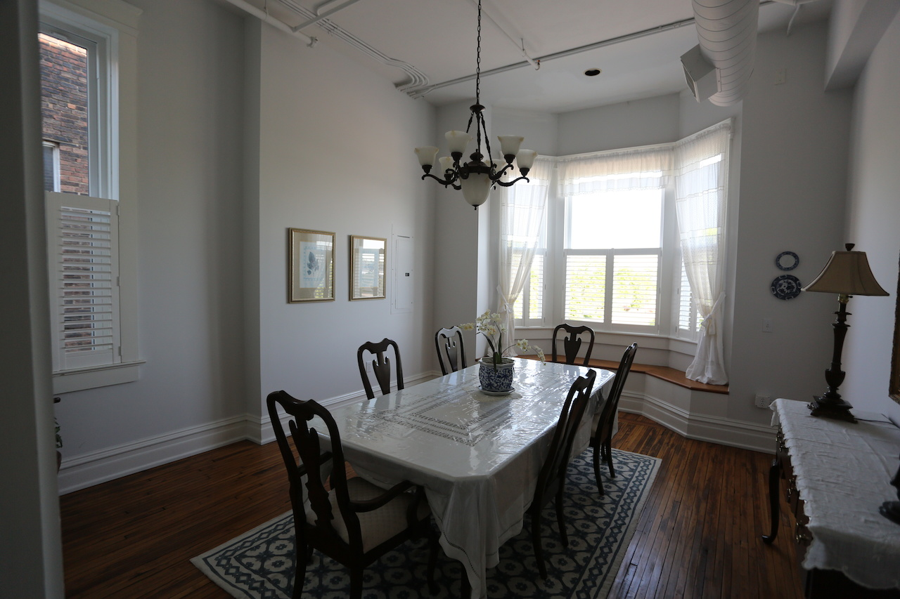 The dining room of a unit at the Fox Briar Inn
