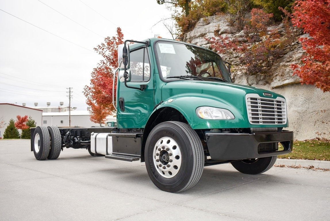 2015 Freightliner M2106 4x2 Cab & Chassis