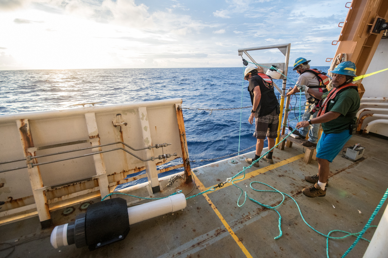 The NOAA ship Oscar Elton Sette crew successfully retrieves a DASBR after a month long deployment.