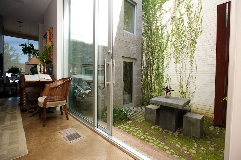 When the Erdreiches entertain, they can expand the space by opening the interior courtyard.