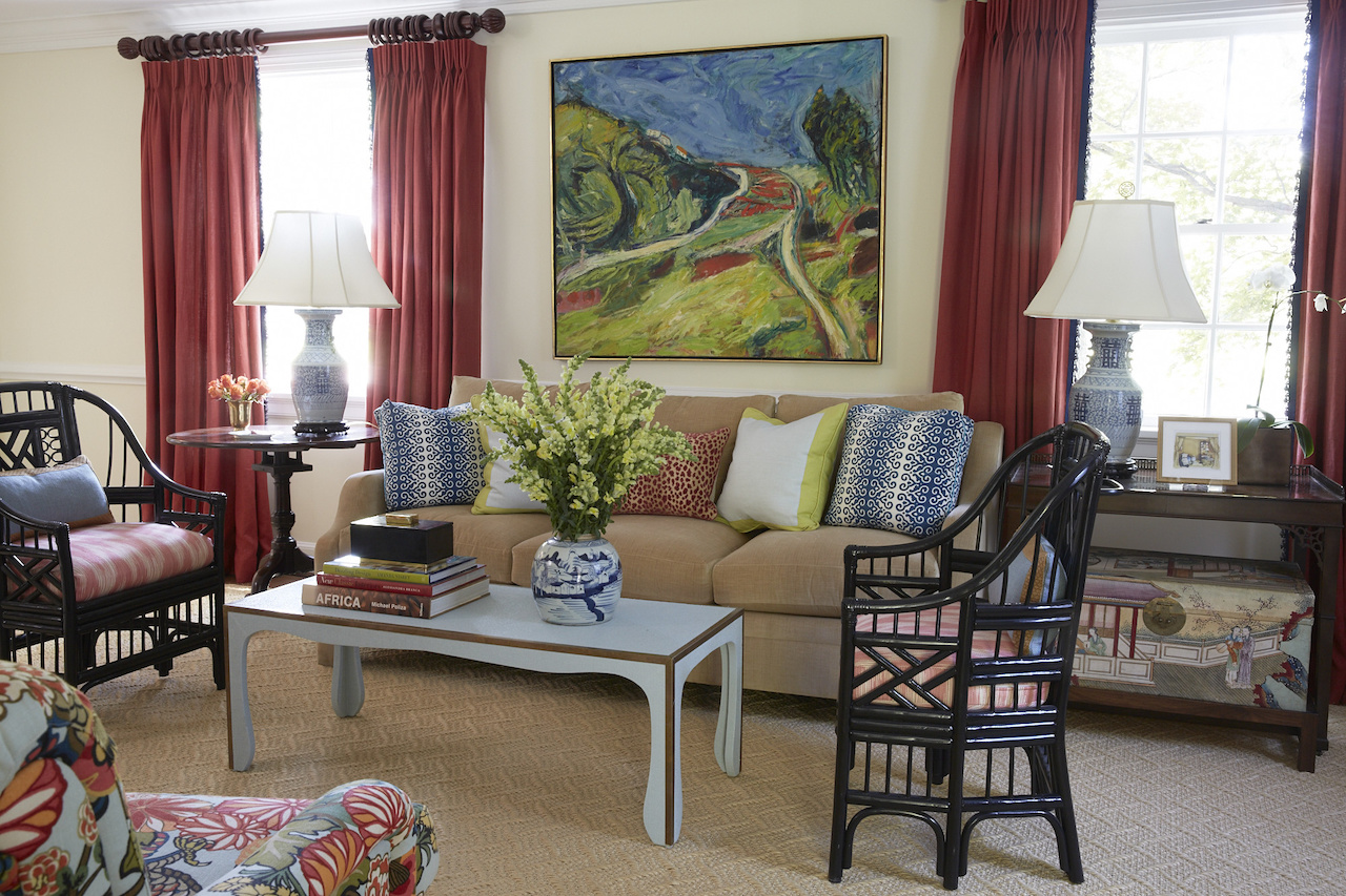 Bamboo chairs from Meg Braff Designs (where Hennessey spenttime working while in New York) are covered in a Brunschwig & Fils fabricin the living room.