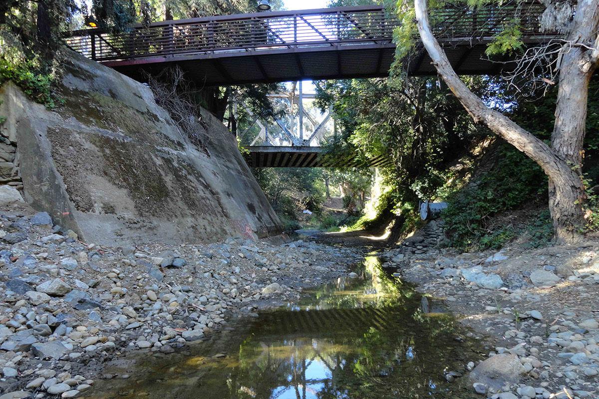 Bond Weir with flow