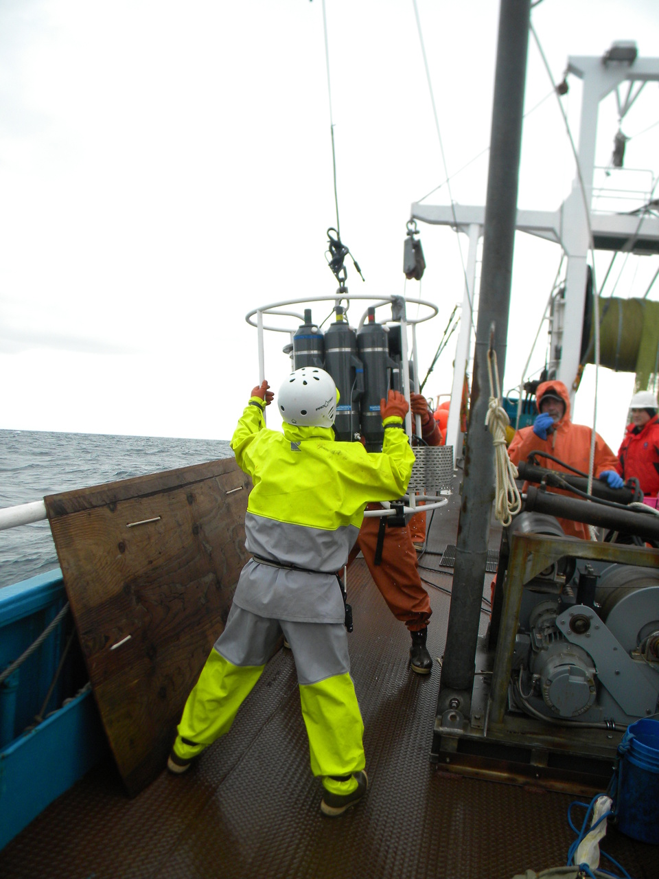Photo of crew retrieving CTD.