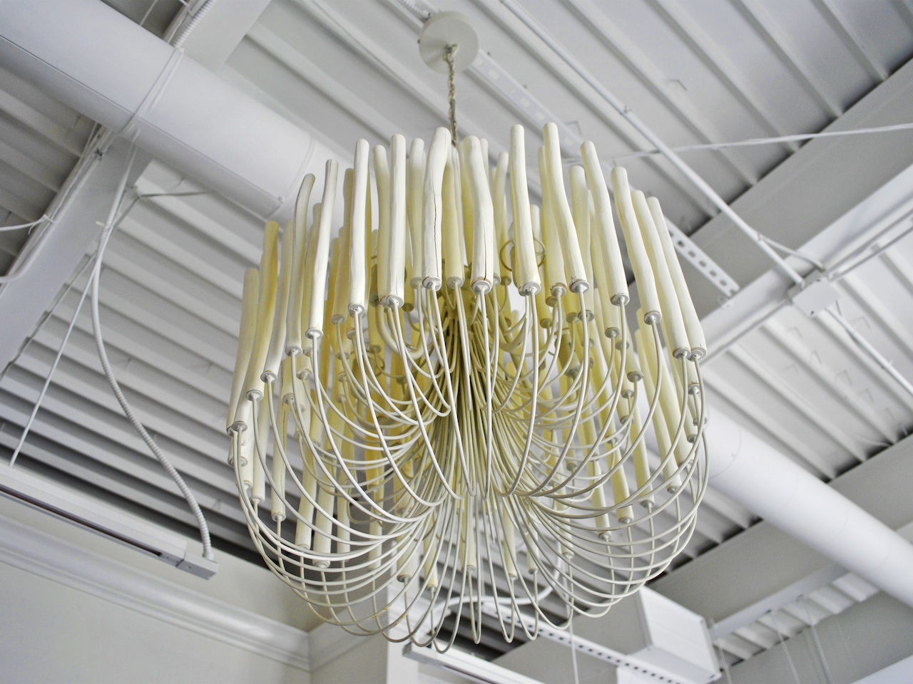 This chandelier of white-washed driftwood is stunning, especially alight in the evenings!