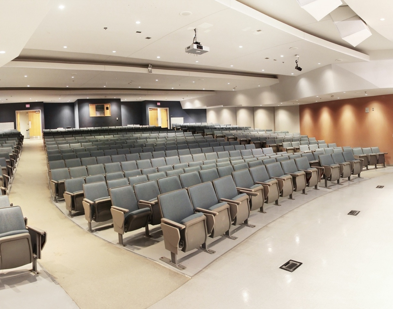Lecture room with Wiremold floor boxes