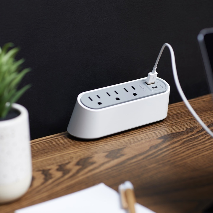 desktop power center slim in white