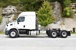 001JSJR6340 (UT36274) 2018 Freightliner Cascadia 6x4 Sleeper Truck 003.JPG