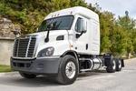 001JSJR6340 (UT36274) 2018 Freightliner Cascadia 6x4 Sleeper Truck 001.JPG
