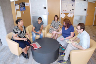 GRAD-MAP Summer Scholars and mentors meet weekly for professional development. (L-R) Hunter College astrophysics major Betsey Hernandez, UMD electrical engineering major Ian Stringer, Montgomery College physics student Madison Rae Smith, UMD astronomy graduate student and GRAD-MAP founding leader Ashlee Wilkins, UMD physics graduate student and GRAD-MAP co-leader Peter Megson. Photo: Faye Levine / University of Maryland.