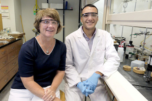 (L-R) University of Maryland Professor of Chemistry and Biochemistry Amy Mullin with Beckman Scholar Deiaa Harraz. Photo: Faye Levine / University of Maryland.