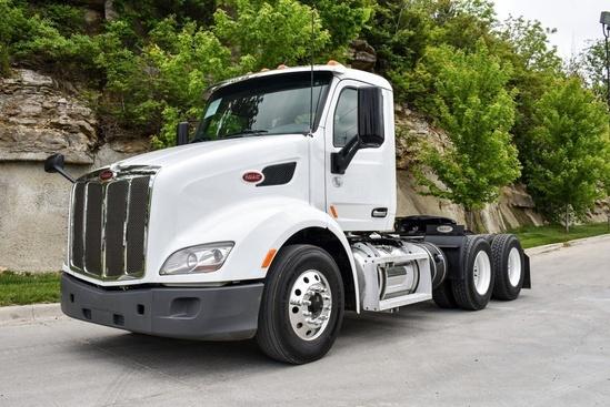2017 Peterbilt 579 6x4 Tractor