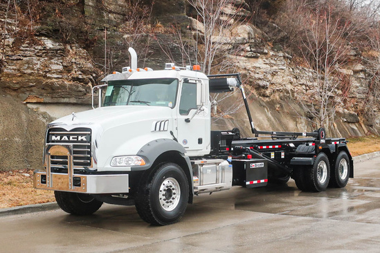 Galbreath U5-OR-194 Roll-Off on 2020 Mack GU813/GR64B 6x4