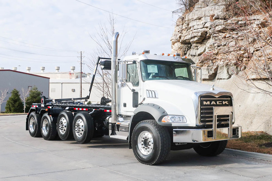 Galbreath U75-OR-194 Roll-Off on 2020 Mack GU813/GR64B 10x4