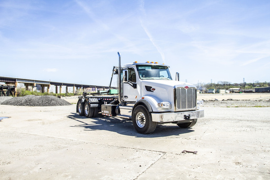 Galbreath U5-OR-174 Roll Off on 2020 Peterbilt 567 6x4