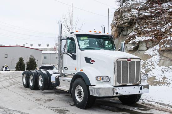 2022 Peterbilt 567 8x4 Tractor
