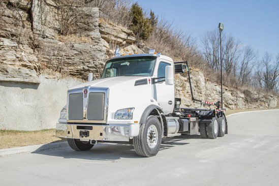 Galbreath U5-OR-174 Roll-Off on 2020 Kenworth T880 6x4