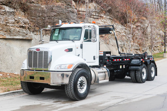 Galbreath AF-OR-174 Roll-Off on 2021 Peterbilt 348 6x4