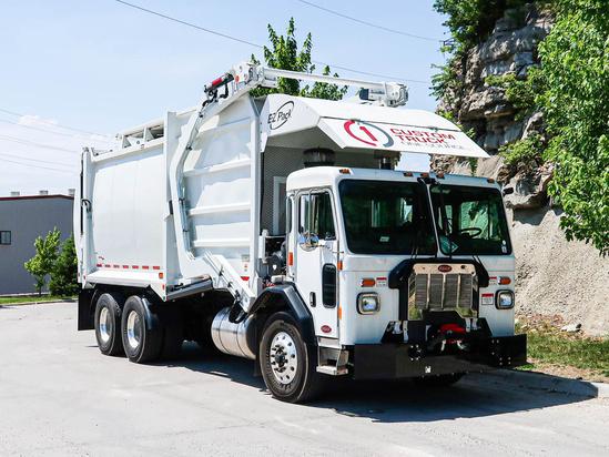 2020 Peterbilt 520 6x4 E-Z Pack Hercules Refuse/Recycling Truck